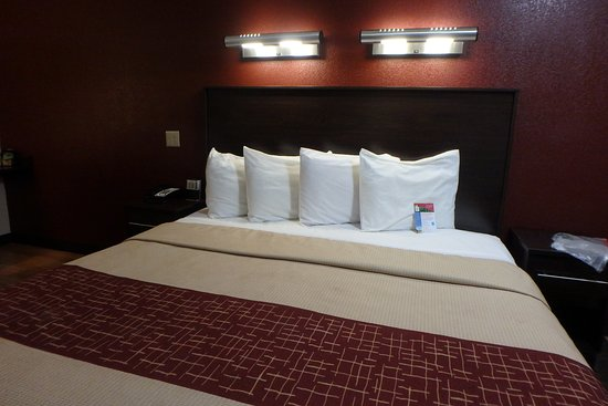 Red Roof Inn Cleveland - Medina: Rooms are being refreshed. A Business King room is pictured here.