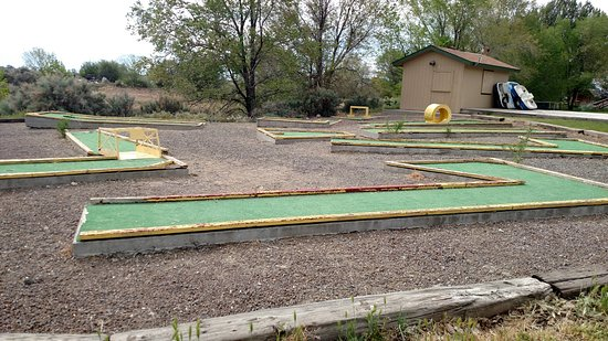 Jerome, ID: Miniature golf course needs a little tlc
