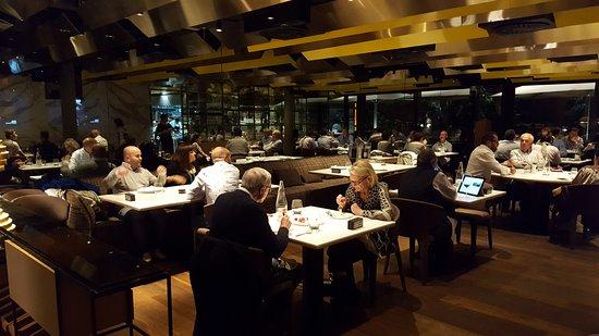 Monvinic: Restauranten