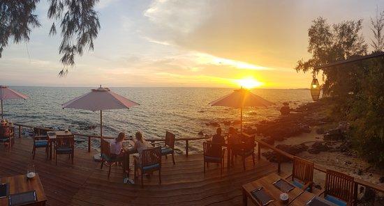 Ong Lang, เวียดนาม: The bar down the bottom of the resort