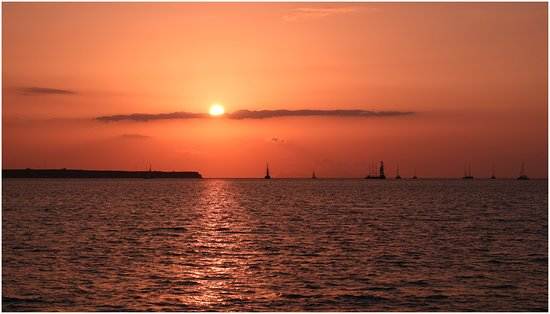 Sunset in Oia: SUNSET FROM ÓIA CATAMARAN CRUISE