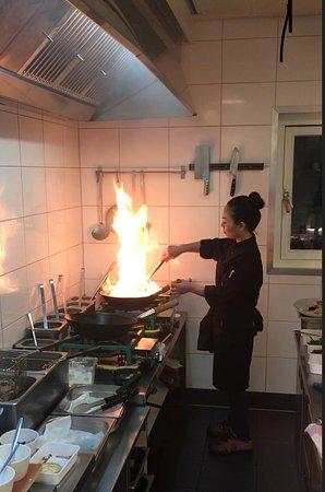 Meppel, The Netherlands: 'Wokactie' in de keuken bij Ton Nam Thai