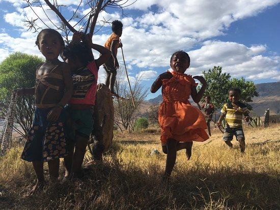 Toliara Province, Madagaskar: I bimbi del Madagascar