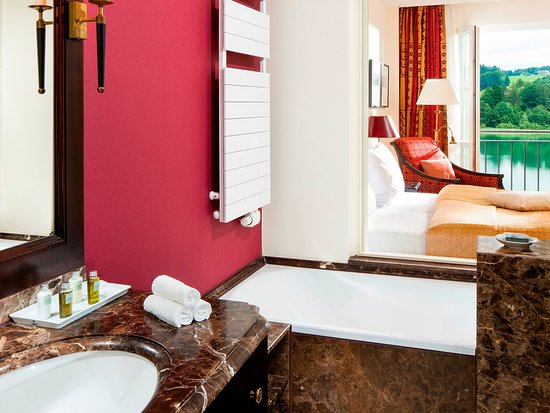 Hof bei Salzburg, Austria: Gran Deluxe / Bathroom
