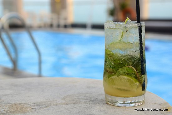 Diamond Sea Hotel: Mojito by the pool