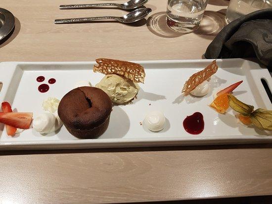 Lozanne, فرنسا: Excellent moelleux au chocolat!!