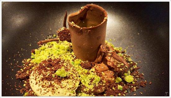 Baslow, UK: Chocolate and Pistachio Tree Trunk, dark chocolate mousse, lime jelly and pistachio ice cream