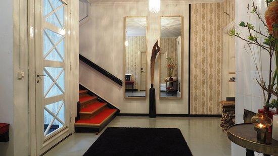 Jokioinen, Φινλανδία: Entrance hall. Hunajakodon pääsisäänkäynnin aula, josta portaat toisen kerroksenmajoitustiloihin