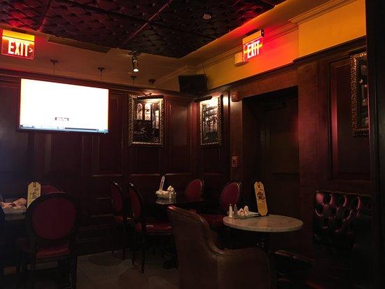 Ri Ra The Irish Pub Georgetown DC: RíRa Interior