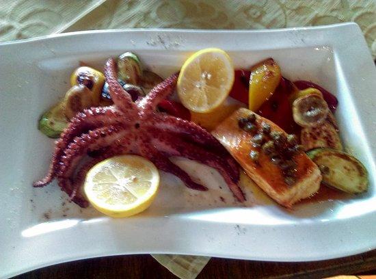 Trattoria Il' Giardino: Hobotnica na žaru I file od lososa u sosu od narandze,bijelog vina I kapra