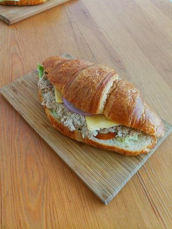 Family Room Cafe: Tuna Croissant