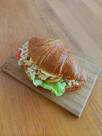 Family Room Cafe: Chicken Croissant