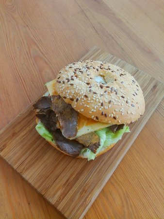 Family Room Cafe: Beef Bagel