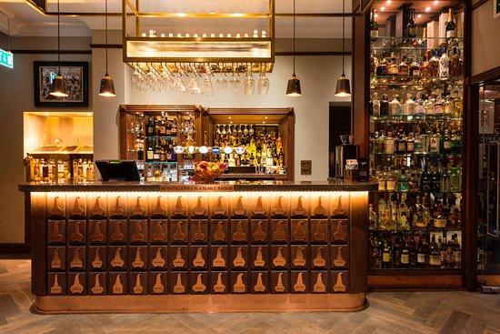 Rothes, UK: Spirit Safe Bar