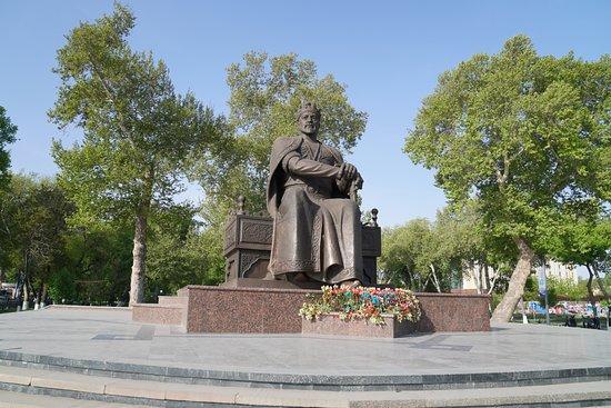 Statue of Amir Temur