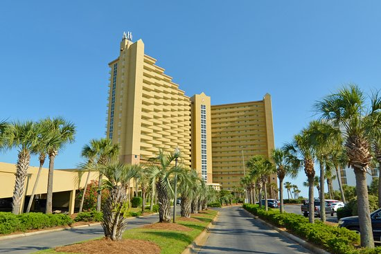 Resorts of Pelican Beach: Entrance towards Pelican Beach Resort.