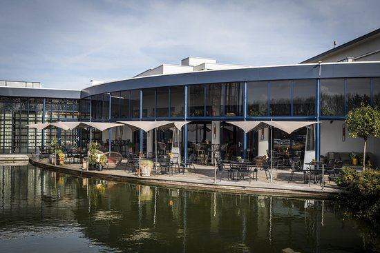 Sassenheim, Países Bajos: OZZO Oriental Restobar buitenterras