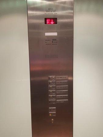 Ramada Frankfurt City Centre and Financial District: A 'stuck elevator'-panel