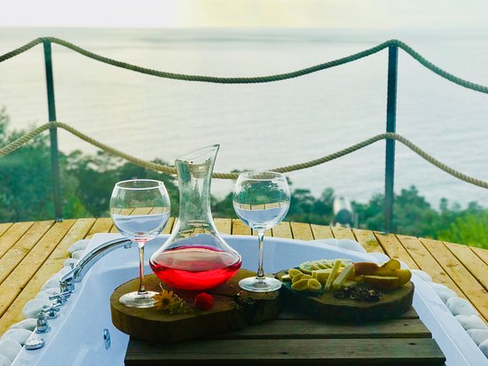 Faralya, Türkiye: Enjoy food and drinks in the privacy of your own balcony