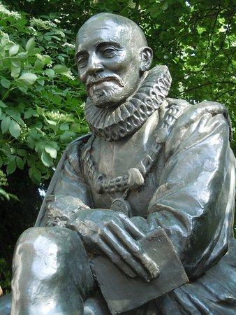 Statue de Michel de Montaigne (Paris) : 2021 Ce qu'il faut savoir pour  votre visite - Tripadvisor