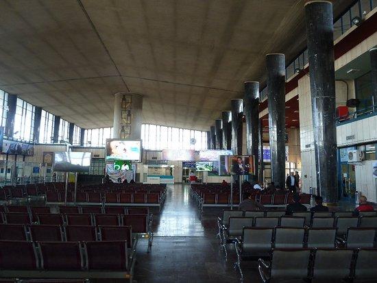 Tabriz, Iran: leerer Bahnhof, wenig Verbindungen