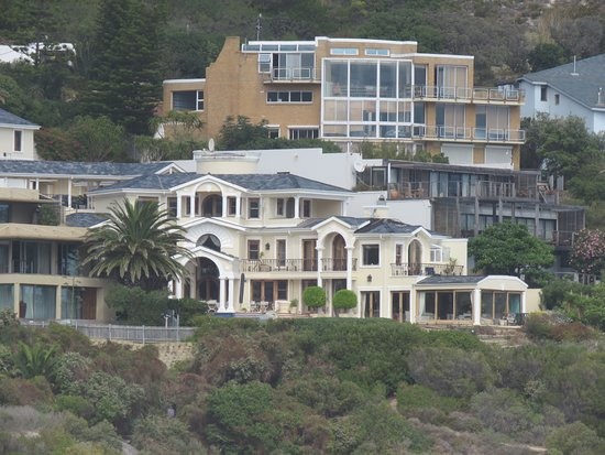 Llandudno, South Africa: One of the lovely houses