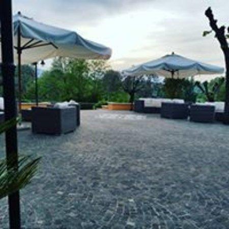 Arnara, Italy: Dal nostro terrazzo il tramonto è sempre bellissimo, anche quando le nuvole imperversano.