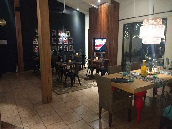 Ojochal, Costa Rica: Salón del restaurante