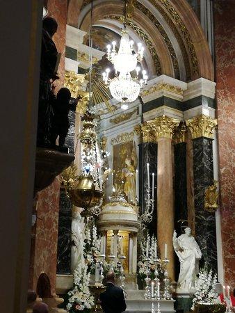 Basilica de la Virgen de los Desamparados : IMG_20180514_190631_large.jpg