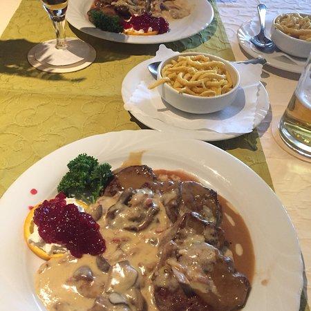 Obertshausen, ألمانيا: Rehmedaillons zum Hauptgang war echt richtig lecker!   Kann es nur weiterempfehlen!   Das ganze 