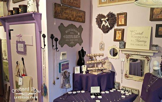 Port Murray, นิวเจอร์ซีย์: The Lavender Farm Stand at Orchard View Lavender Farm