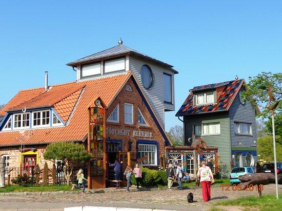Middelhagen, Niemcy: Wspaniałe i kolorowe domy.