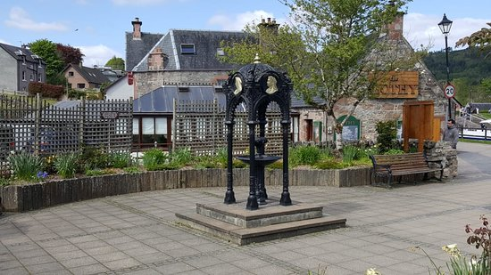 Fort Augustus, UK: Queen Victoria Diamond Jubilee Fountain