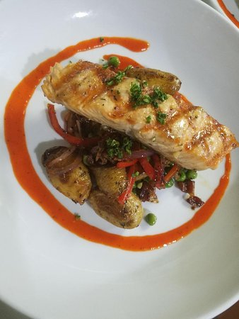 Olde Lincoln House: Grilled Salmon