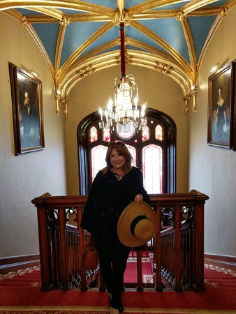 Newmarket-on-Fergus, أيرلندا: Another grand stairway leading to guest rooms
