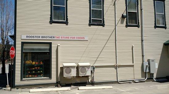 Ellsworth, ME: Side of building