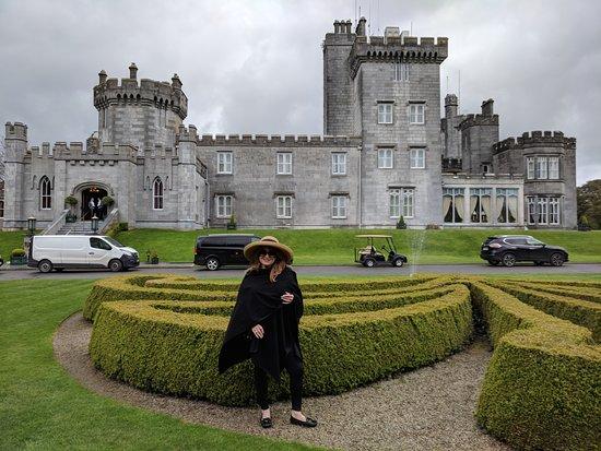 Newmarket-on-Fergus, أيرلندا: Dromoland Castle front entry