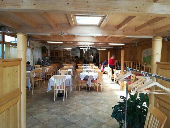 Cunevo, Italien: Ampia sala