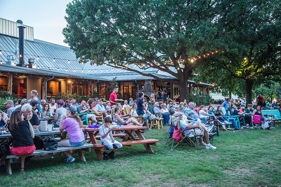 Shady Oak BBQ outdoor seating - Picture of Shady Oak