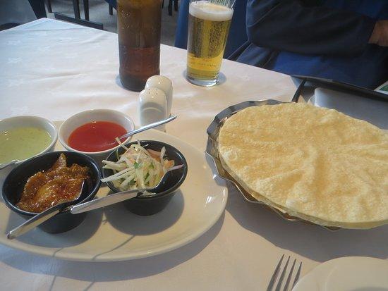 Durrington, UK: Poppadom and chutneys