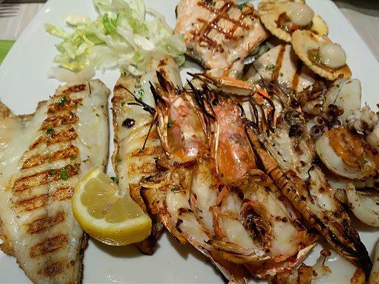 Veveri, Italy: grigliata di pesce