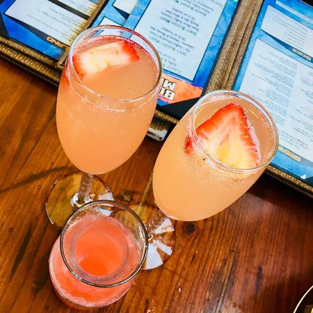 Seal Beach, CA: Drink Mimosas By The Beach! The Hangout Is Steps to The Pier.