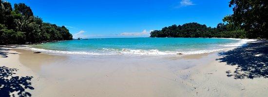 Parque Nacional Manuel Antonio, Costa Rica: The main beach of the national park (beach 3).