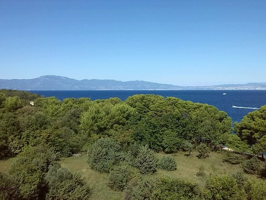 Kvarner-Bucht, Kroatien: Blick von Hotel Pinia (Krk) auf Istrien und Rijeka (klein rechts)