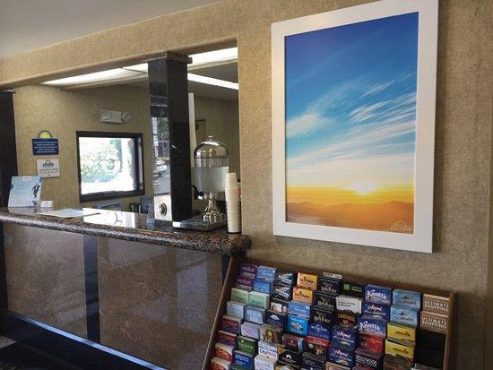 Lawndale, CA: Desk