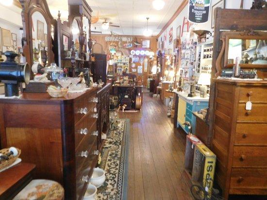 Needful Things Antiques 사진