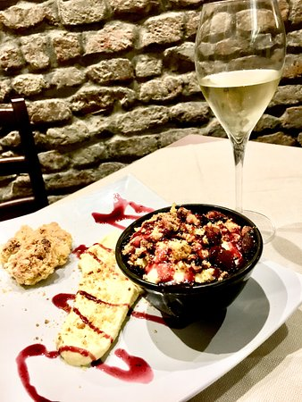Monticelli d'Ongina, อิตาลี: Crematina croccante, il dolce della casa