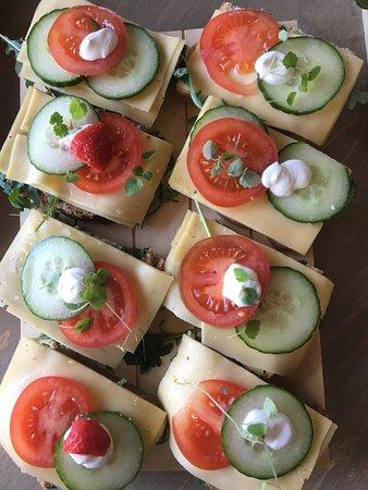 Warder, Belanda: diverse belegde broodjes