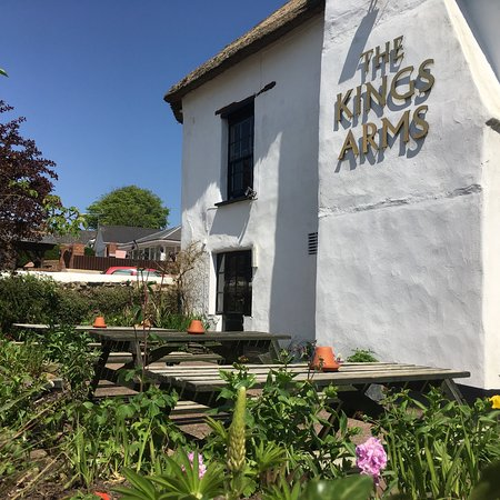 Winkleigh, UK: The Kings Arms is under new ownership. Come on in and visit 😃