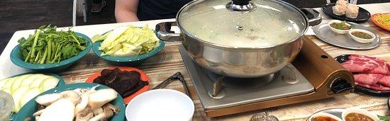 Sweet Home Cafe Waikiki: Mixed tofu broth base, selection of veggies